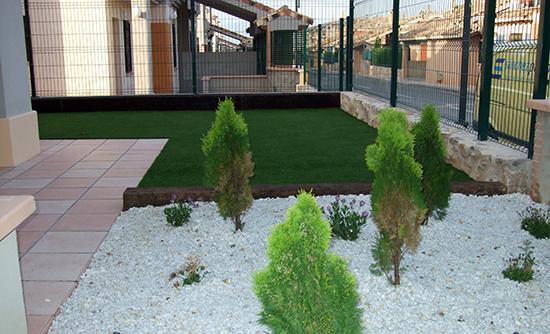 Exterior y jardines